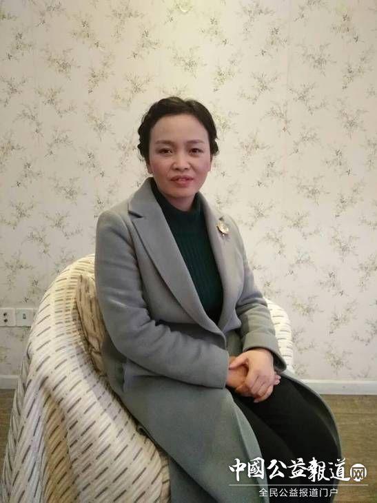 正在接受重庆教育频道的采访