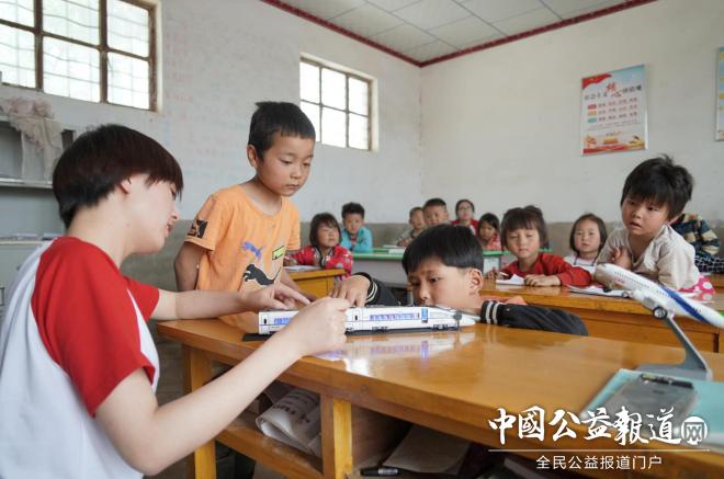 免费书包微公益第四期为宁夏541名山区儿童带去六一礼物 滚动 第2张