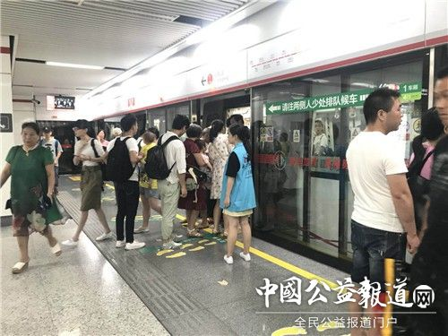 福建博物院参加省直文化系统2018年地铁站点文明交通志愿服务活动