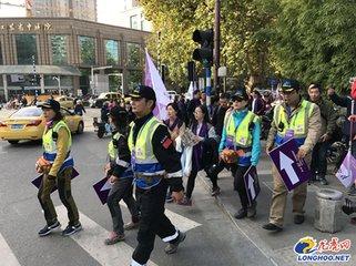南京:300名中外友人参与和平徒步