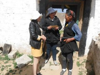 拉萨市妇联开展结对帮扶慰问活动