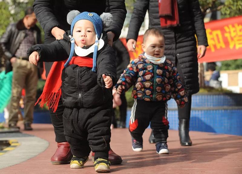 国办:促进三岁以下婴幼儿照护服务发展