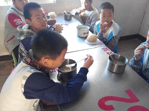 财政部:贫困地区学生膳食补助标准统一为每生每天4元