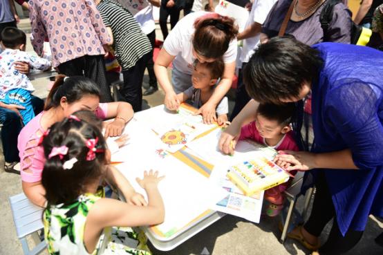 山东济南举行特殊儿童书画展