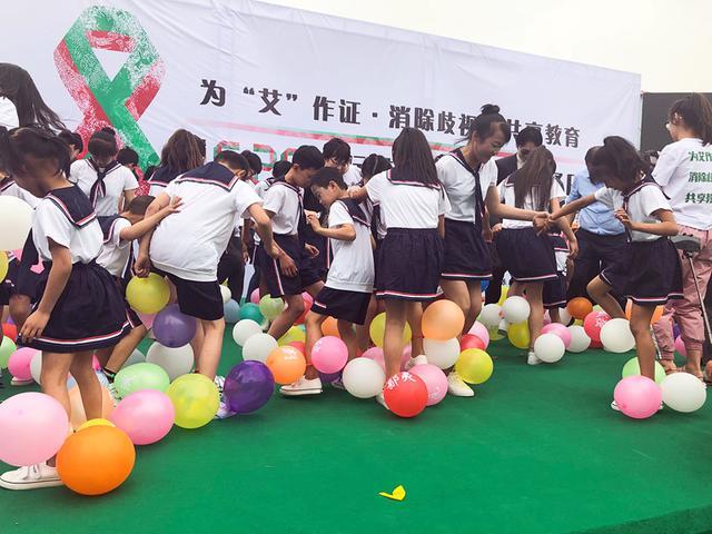 北京举行艾滋病反歧视午餐日活动