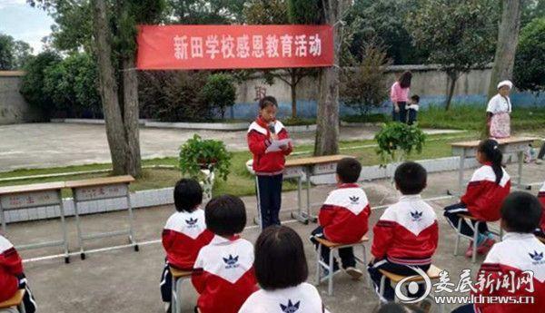 涟源:爱心家长再次为渡头塘镇洪家学校捐赠校服