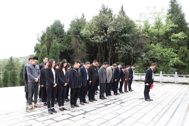 """县退役军人志愿服务分队开展""""守护·2021清明祭英烈""""活动"""